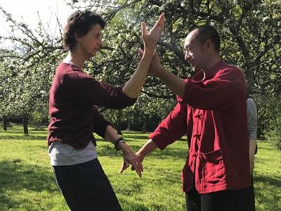 Exercice de Tuishou Maître Liu et Marie Christine